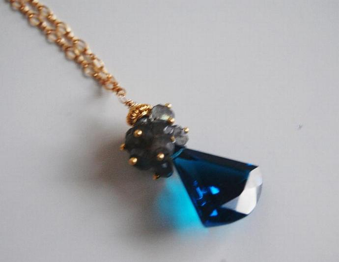 London Blue Quartz Cluster Pendant Necklace - Gemstone Labradorite Cluster