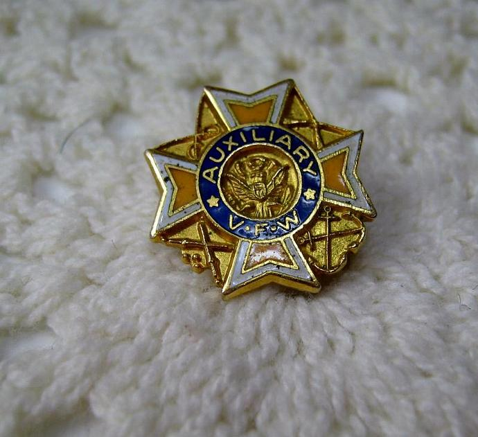 Vintage Enamel VFW Veterans of Foreign Wars Auxiliary Pin Brooch