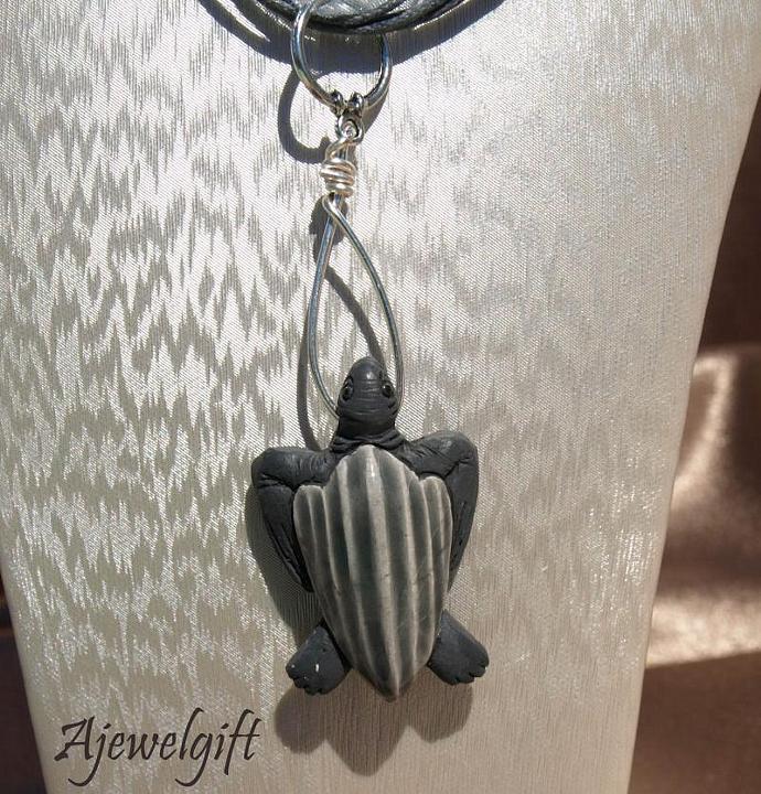Leatherback Turtle Pendant P003