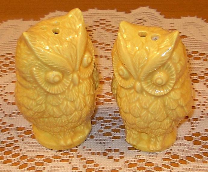 Hoot - Ceramic Owl Salt and Pepper Shakers  -  Yellow