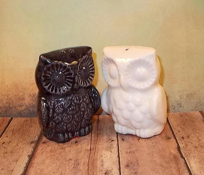 Hootie Hoot Hoot Bride and Groom  -   Ceramic Owl Wedding Cake Topper  -