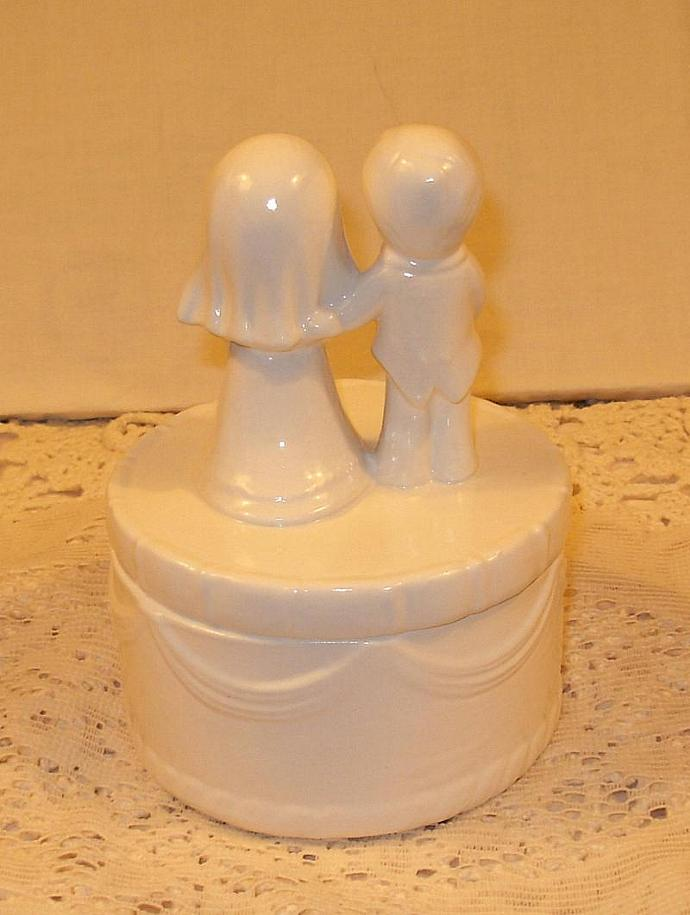 "Ceramic Wedding Cake Topper  -  ""Bride and Groom Wedding Cake Box""  -  Classic"
