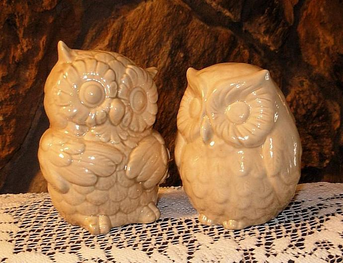 Hootie - Ceramic Owl Salt and Pepper Shakers - Mushroom