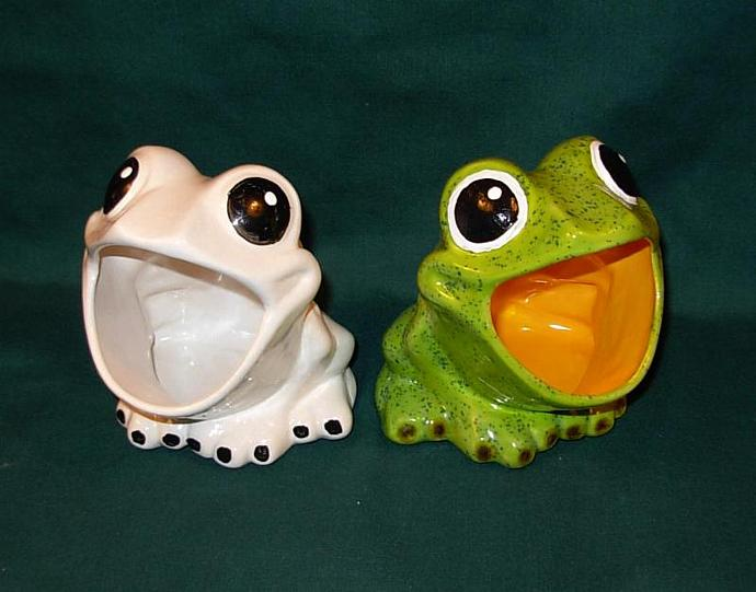 Froggie   -  Ceramic Frog Scrubby Holder    -   White