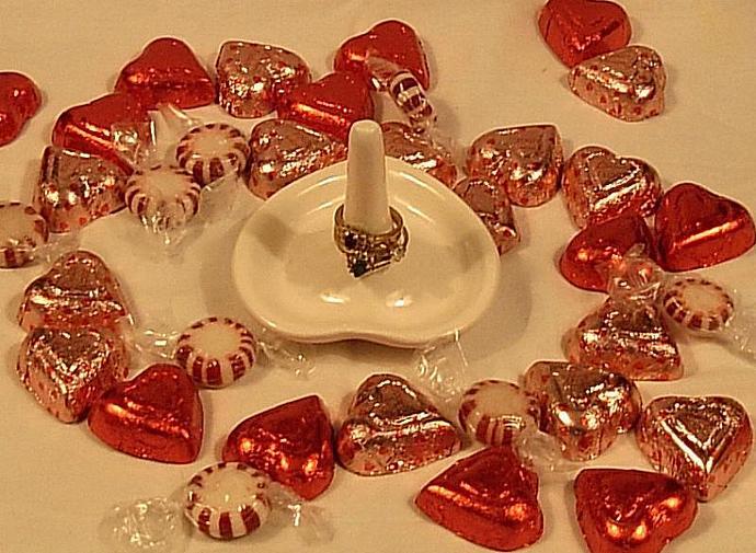 Sink Side - Heart Ring Holder - White