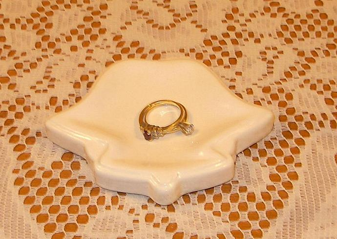 Wedding Favor Ring Holder / Jewelry Holder - Wedding Bells in  White  -  Sink