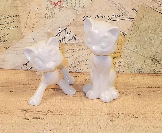 Aristocrat Cat Wedding Cake Toppers / Cat Figurines -  Classic White