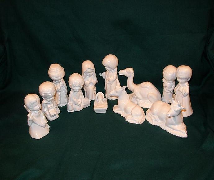 Child's Nativity Set - 12 pieces    Classic White
