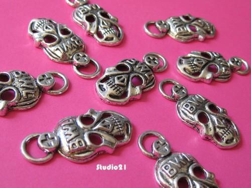 10 pcs of  Tibetan Antique Silver Finish Deaths Head Charm/Pendant