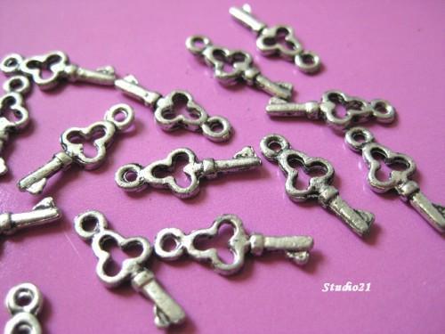 40 pcs of Tibetan Antique Silver Finish Key Charm/Pendant