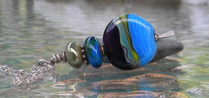 Ocean view glass bead pendant necklace