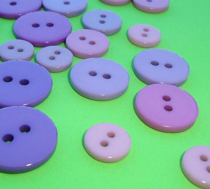 glossy shiny purple buttons . 90 pieces assorted shades & sizes