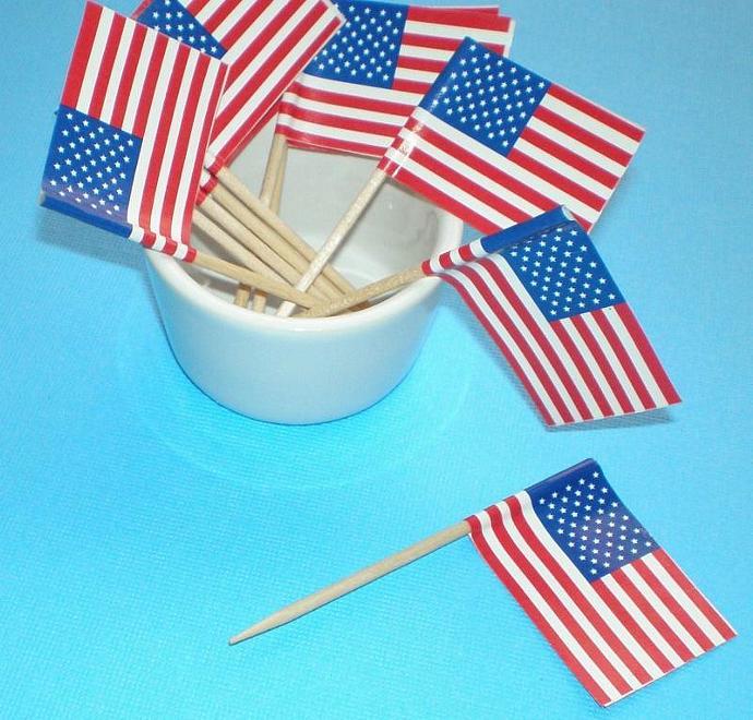 100 cupcake picks . pokes . USA flags