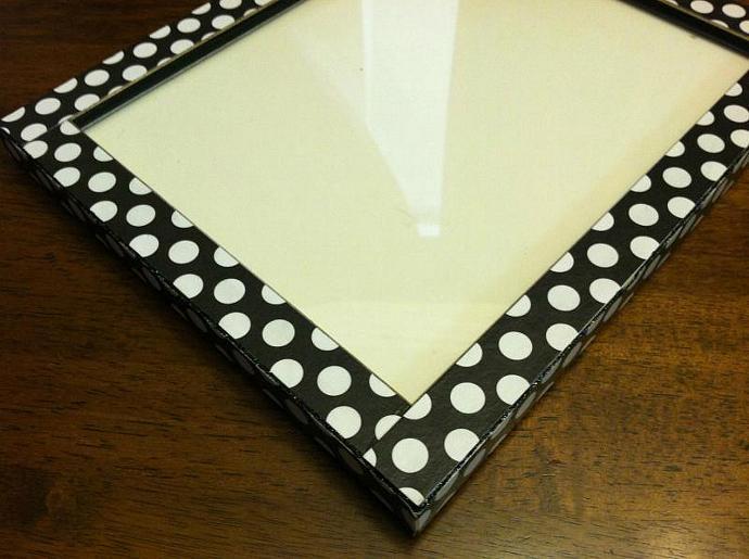 8 x10 Black with White Polka Dot Frame