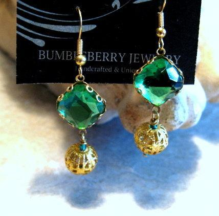 Vintage Glass Bead Earrings, Green Dangle.  Bumbleberry Jewelry