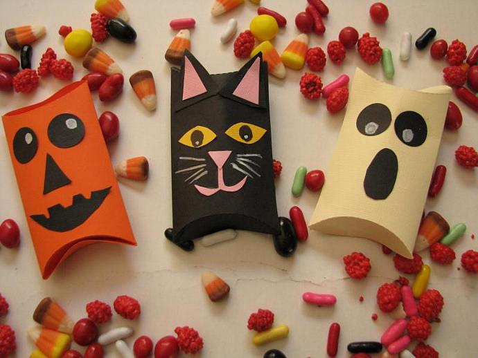 Pillow Boxes- Fill them up with treats or a small candy bar- great for Halloween