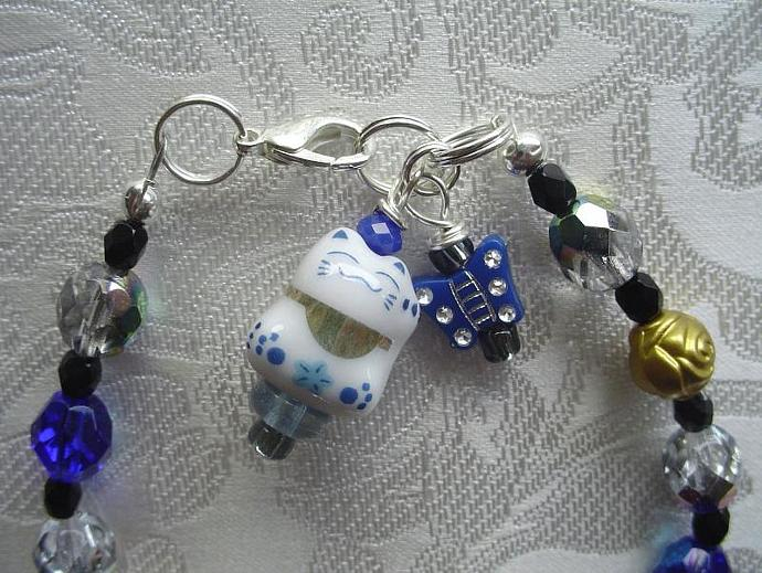 Maneki Neko Lucky Blue & White Cat Charm Drop Bracelet
