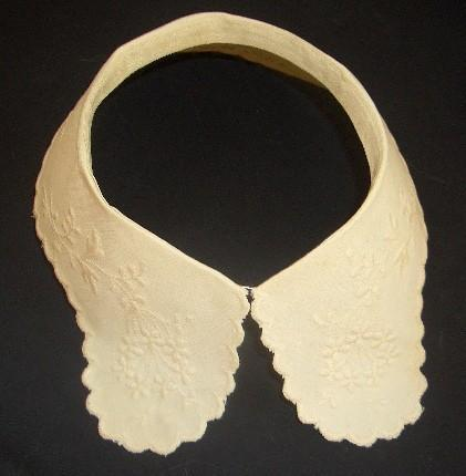 Vintage embroidered collar - off white scalloped edge