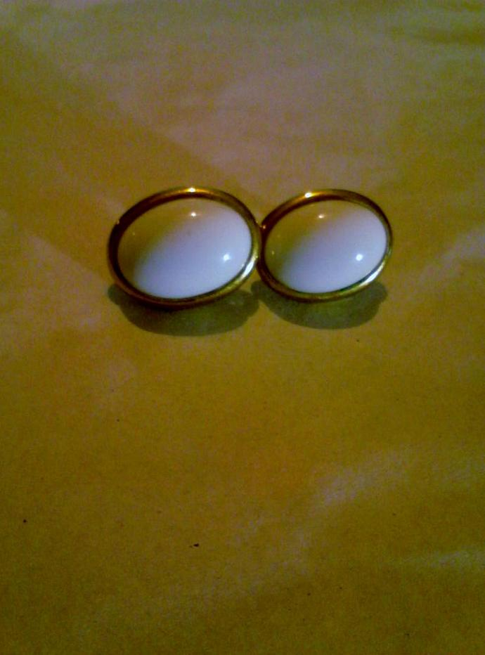 Vintage Trifari Milk Glass Cabochon Earrings in Goldtone - Signed Trifari 15