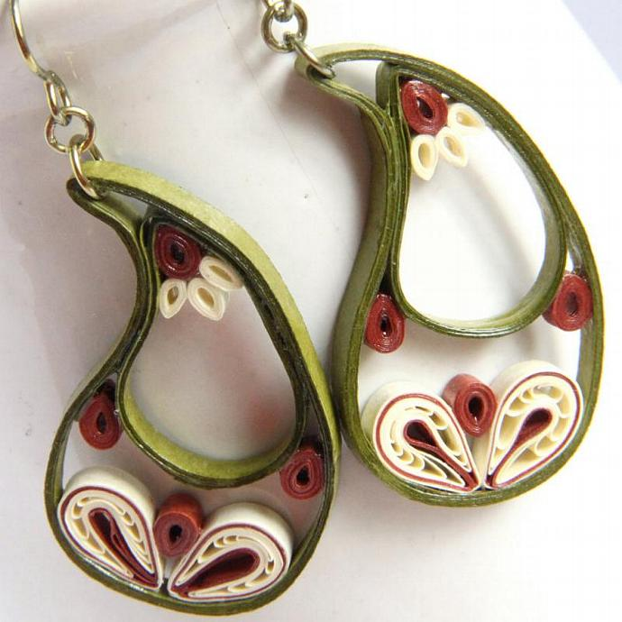 Paisley Indian Earrings in Leaf Green, Ivory, and Rust with Niobium Earring