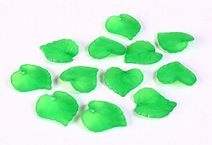 30pc Lucite frosted leaf leaves resin beads green 16mm x 15mm 30 (649)