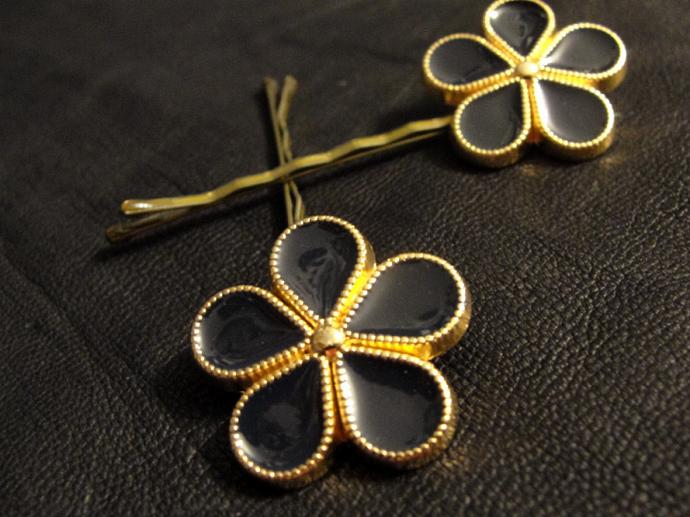 Black Five Petal Flower Button Hairpins