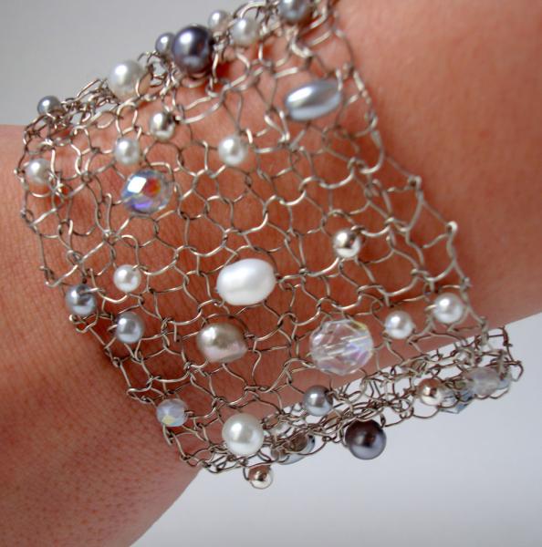 Stunning Summer White Pearl Wire Cuff