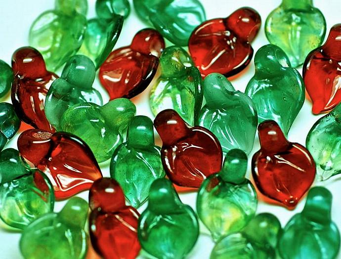 Christmas lampwork glass beads holly small leaves set of 15 boro glass beads in