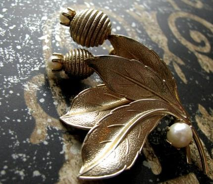 Golden Flowers and Pearls Brooch 1950 Mid-Century Antique Fashion Jewelry
