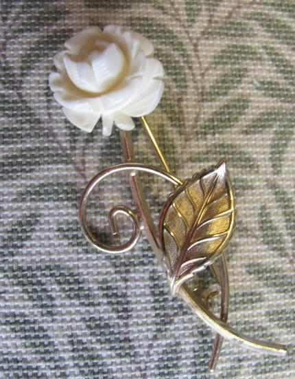 Van Dell Mi-Century Brooch 1960 Vintage Vegetable Ivory and Gold Filled 1/20