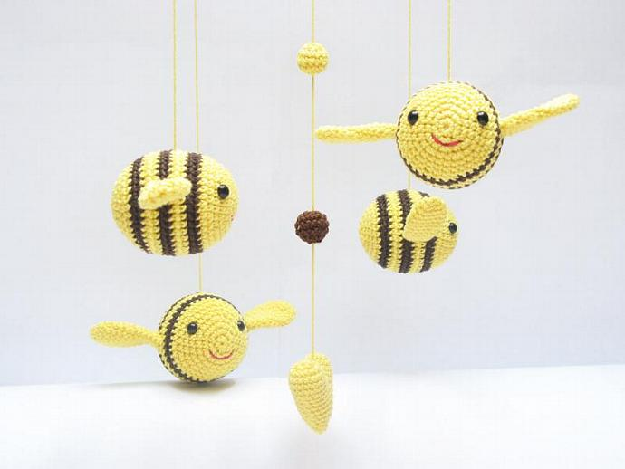 Bumble bee Baby Mobile, Nursery Mobile, Nursery Decor, Shower Gift, Baby Gift,