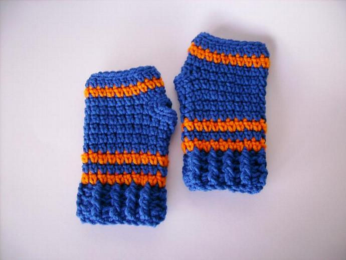 Wristwarmer Fingerless Gloves Crocheted in Sports Team Colors for Kids, Tweens