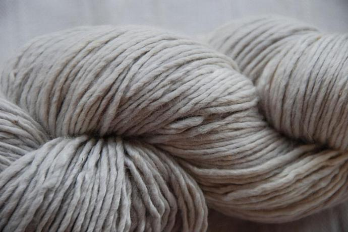 handdyed yarn - colour silver