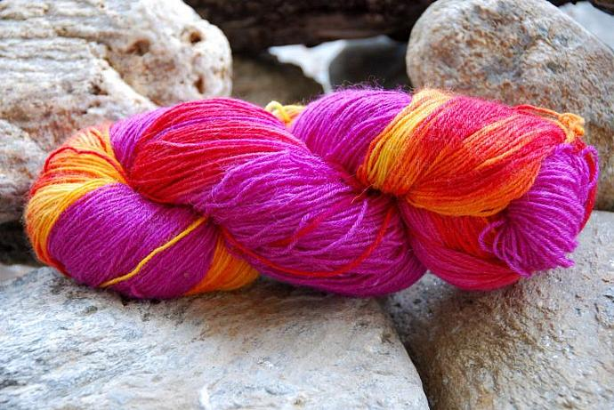 handdyed yarn - wool/silk/bamboo - 100g - fingering weight - Colour 18