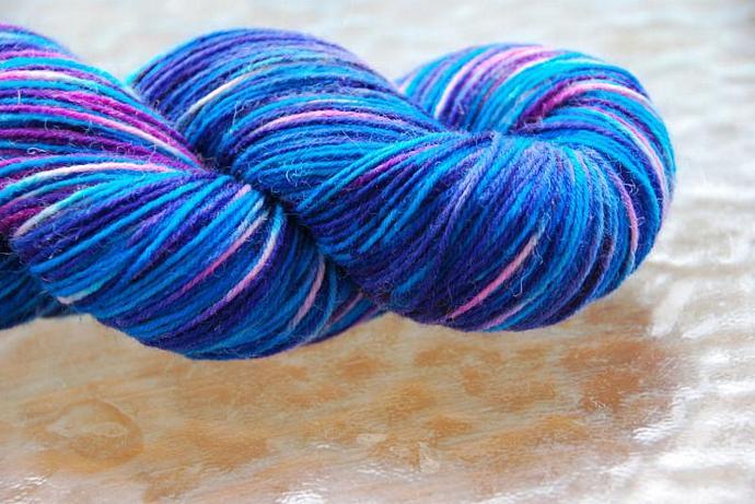 handdyed sockyarn superwash - wool/nylon mixture - fingering weight - colour