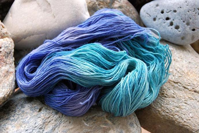 handdyed sockyarn superwash - wool/nylon mixture - fingering weight - colour 26