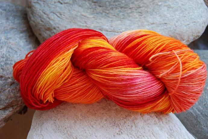 handdyed sockyarn superwash - wool/nylon mixture - fingering weight - colour 90