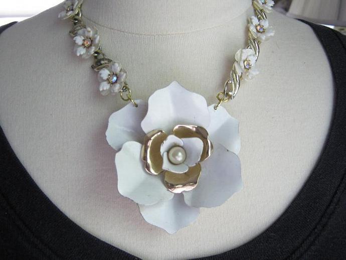 Statement Necklace, Wedding Necklace, White, Vintage Enamel Flower, Thermoset,