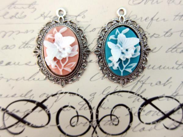 Metal Charm Pendant Jewelry Necklace - 2pcs, 32 mm Silver