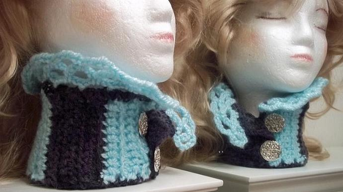 Cowl/Choker/Neckwarmer in Ice Blue And Plum Purples Wit Two Buttons)