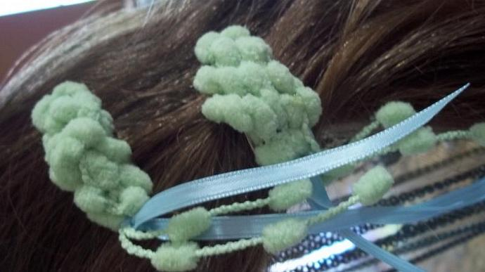 Barrettes (Busy Bees in Seafoam Pom Poms)
