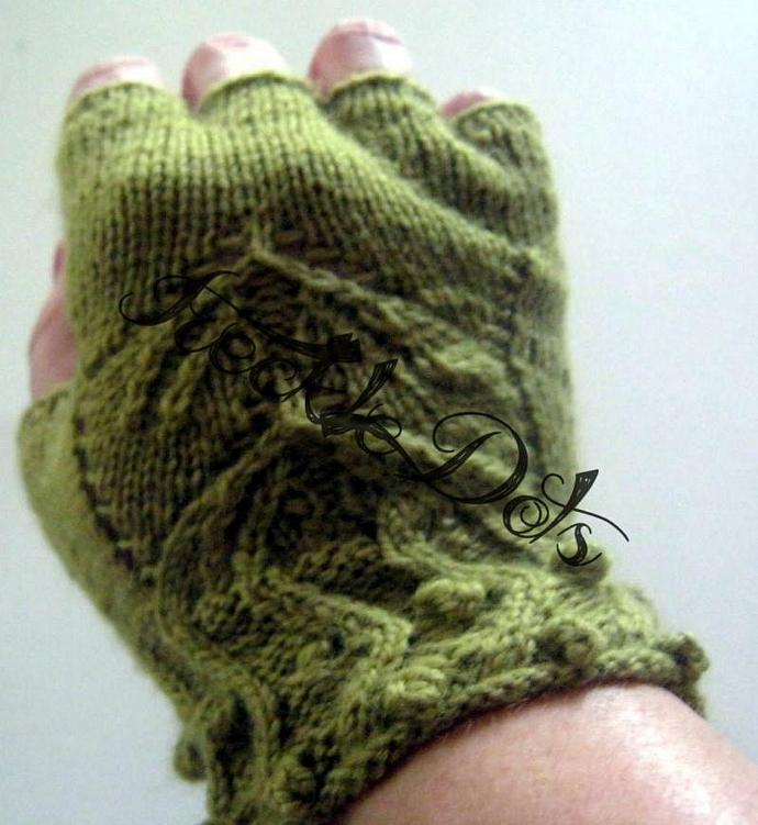 Laisse Vignes (Leaves and Vines) Fingerless Gloves Knitting Pattern