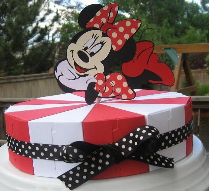 MIckey and MInnie Mouse Party Favor Cake