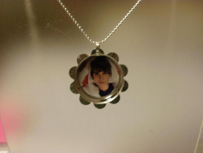 Justin Bieber Petal Cap Necklace (Z106)