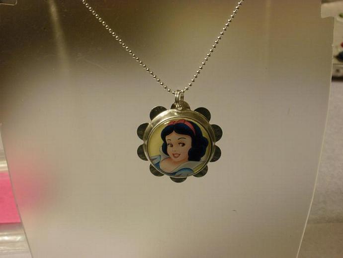 Snow White Petal Cap Necklace (Z107)