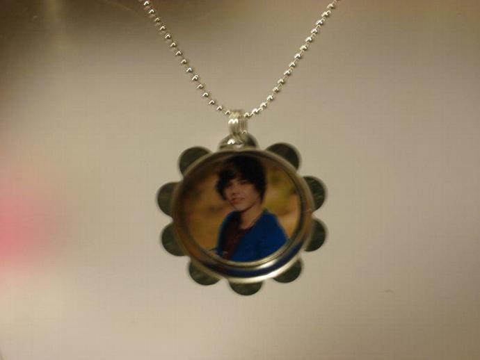 Justin Bieber Petal Cap Necklace (Z108)