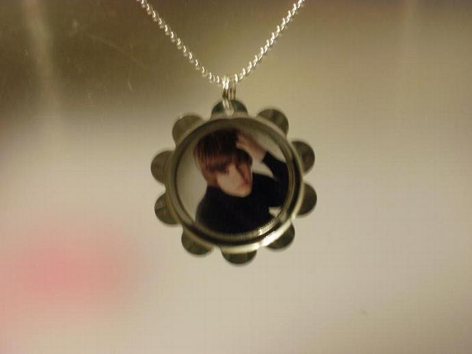 Justin Bieber Petal Cap Necklace (Z114)