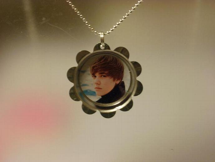 Justin Bieber Petal Cap Necklace (Z115)