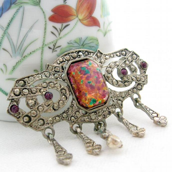 Elegant Vintage Victorian Deco Style Brooch Harlequin Glass Opal & Silver Tone