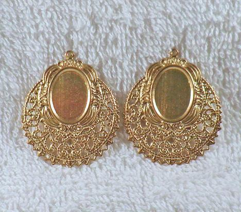 Fancy Victorian brass filigree finding with 18 x 13 mm center 2 ea. S2